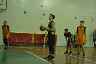 баскетболЮ